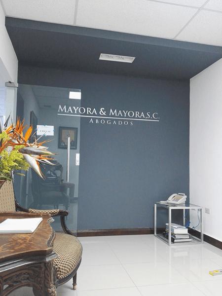 Diseño de interiores en la oficina de abogados Mayora & Mayora ...