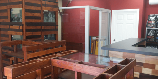 Muebles de madera restituida Happy Pets Grupo Proteger